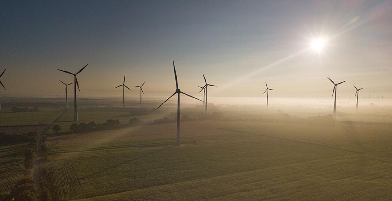 Windenergie - © Foto: iStock / Marcus Millo