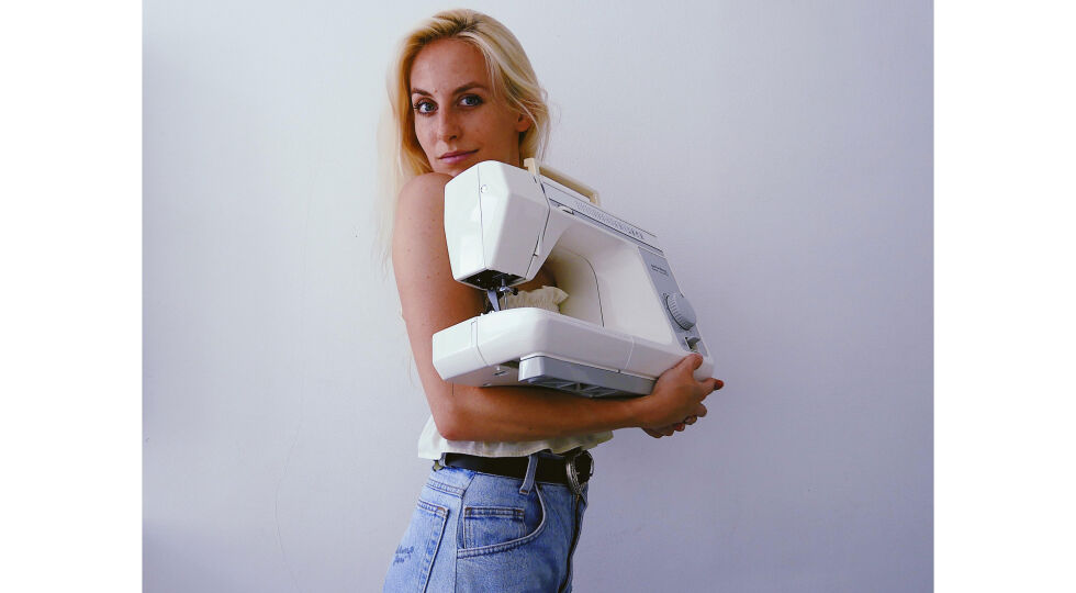 """Katharina Glas - Auf YouTube ist Katharina Glas mit Nähvideos auf ihrem Kanal """"How to slay Omas Kleiderschrank"""" erfolgreich. Im Jänner 2021 brachte sie ein gleichnamiges Buch heraus. - © Katharina Glas"""