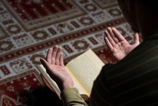 Betender Muslim - © Foto: iStock/Ibrakovic