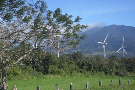 Windpark Costa Rica - Ende Mai 2016 wurde ein 149 Millionen Euro großes Projekt zur Errichtung und Instandhaltung von Windparks in Costa Rica beschlossen. Es ist bereits das dritte gemeinsame nachhaltige Projekt der beiden Institutionen.<br />  - © Foto: Carlos Hernandez