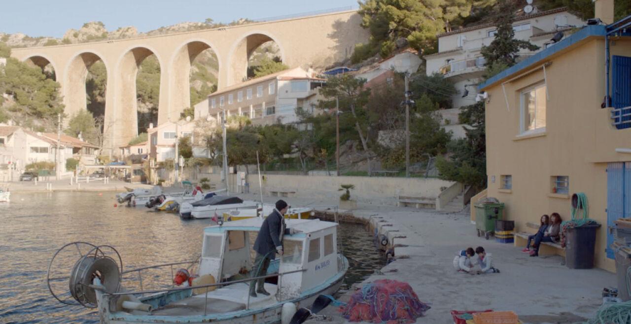 Haus am Meer - (Un-)Heile Familie. Ariane Ascaride, Jean-Pierre Darroussin und Gérard Meylan spielen drei erwachsene Kinder, die im Elternahus an der Mittelmeerküste zusammenkommen. - © Filmladen