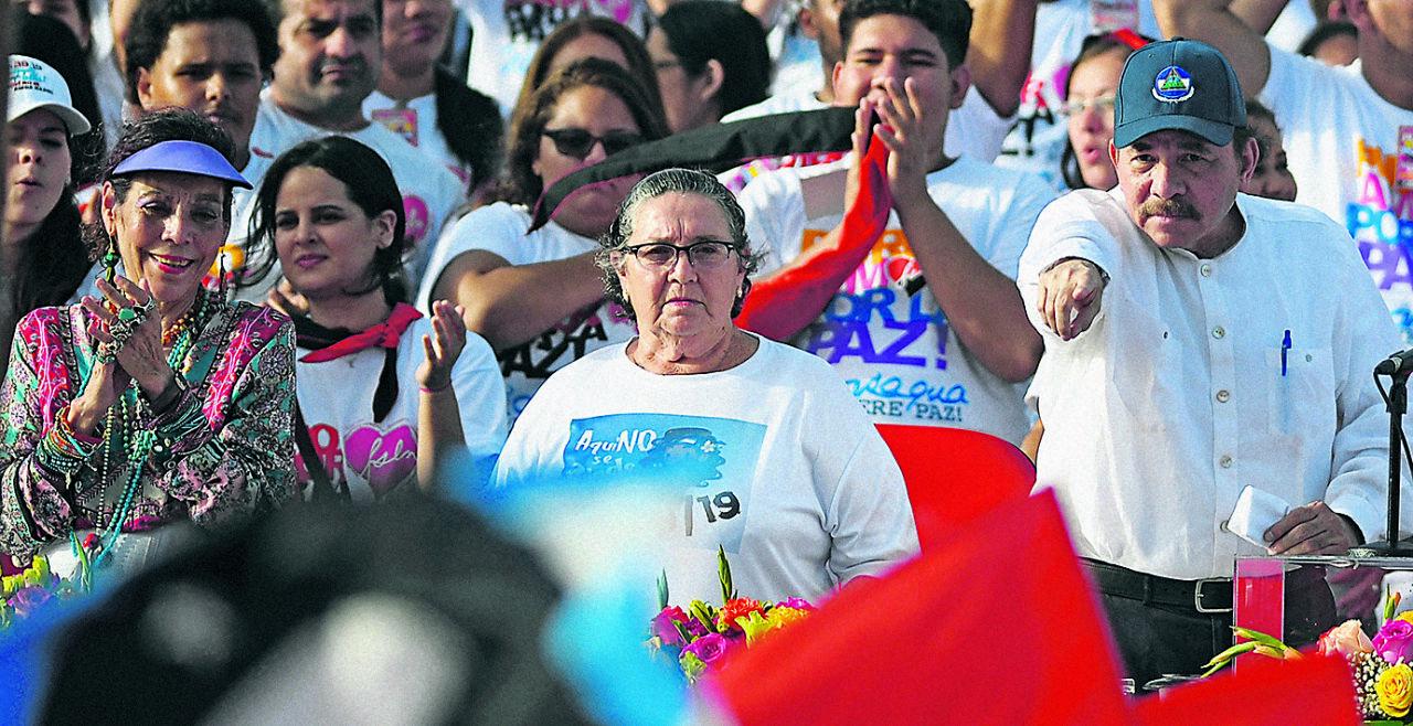 Ortega 2 - <strong>Ortega, 40 Jahre später 2</strong><br /> Er ist höchst umstritten, der Nicaragua seit zwölf Jahren regiert und zuletzt mit einer Reform der Sozialversicherung den Unwillen der Bevölkerung auf sich zog. - © APA / Marvin Recinos