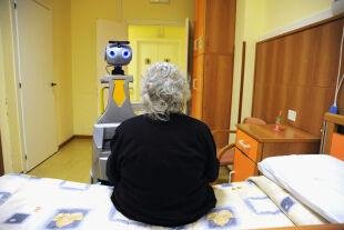 Mensch und Maschine - Mensch und Maschine - © Foto: gettyimages / Laura Lezza