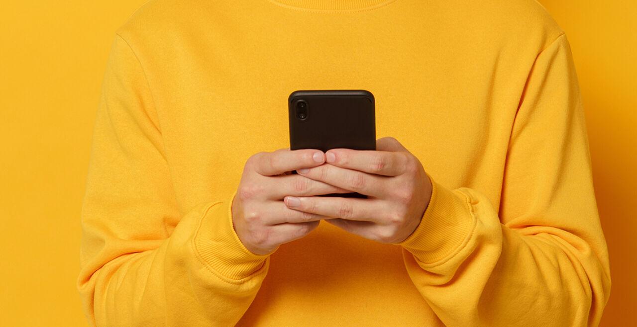 Mobiltelefon - © Foto: iStock / Damir Khabirov