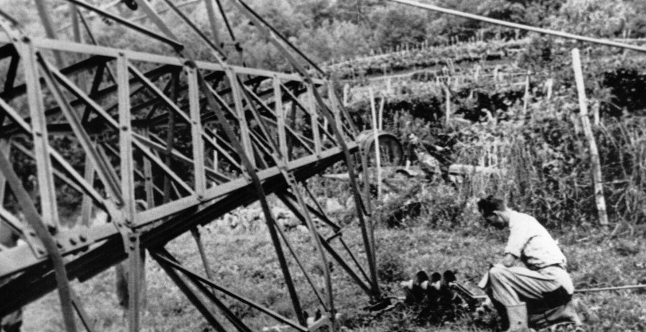 """Südtiroler """"Feuernacht"""" - Die """"Feuernacht"""",11. /12. Juni 1961, war der Höhepunkt der Anschläge des """"Befreiungsausschusses Südtirol"""". 37 Strommasten wurden gesprengt – einige von Heinrich Oberleiter. 60 Jahre später setzen sich die Tiroler Landeshauptmänner und Bundespräsident Van der Bellen für eine Begnadigung Oberleiters ein.<br />  - © Foto: picturedesk.com / SZ-Photo / amw"""