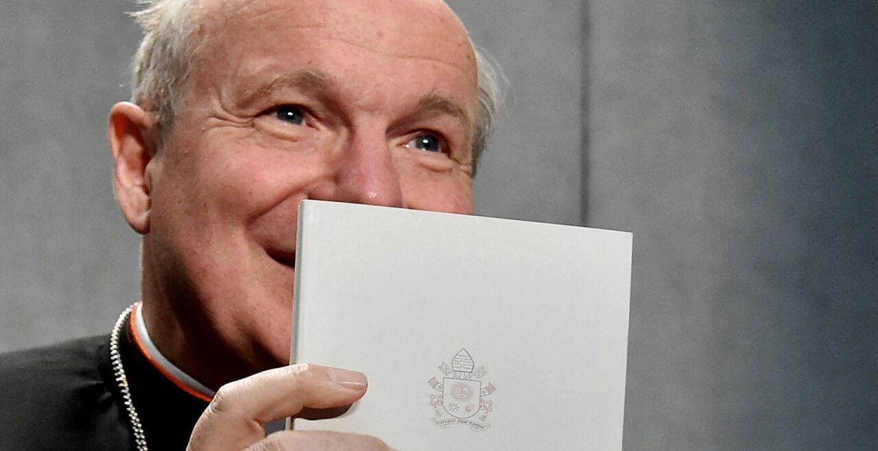 """Schönborn - © APA / AFP / Alberto Pizzoli   -   Kardinal Schönborn präsentiert das Apostolische Schreiben """"Amoris Laetitia"""" im Vatikan am 6. April 2016"""