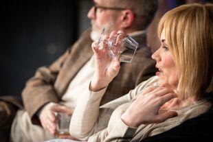 """Lisa Schrammel und Jens Claßen in """"Wer hat Angst vor Virginia Woolf"""" am Theater an der Gumpendorfer Straße. - © Foto: APA / Roland Schlage"""