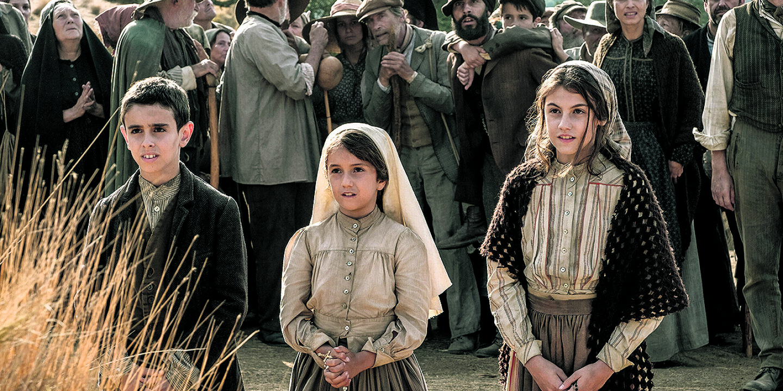 Das Wunder von Fatima - © Drei Kinder … Francisco, Jacinta und Lúcia (Sarah Gil) bei den  Erscheinungen anno 1917