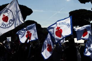 """march for life, rome 2021  - © picturedesk.com / PA / Alessia Giuliani  -  Fahnen geistlichen  Gemeinschaft  """"Miliz Jesu Christi"""" beim """"Marsch für das Leben"""", Rom, 22. Mai 2021."""