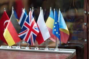 EU Fahnen - © Bild von icsilviu auf Pixabay