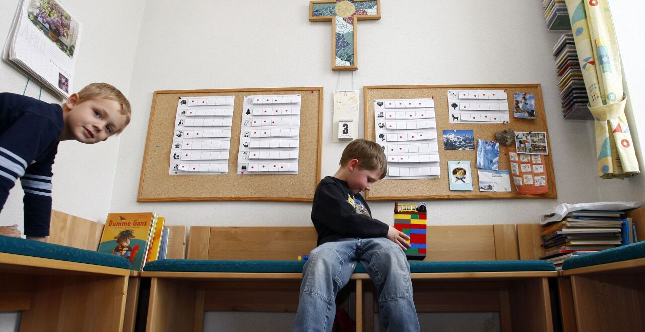 Kinder und Gott - © APA-FOTO: HARALD SCHNEIDER