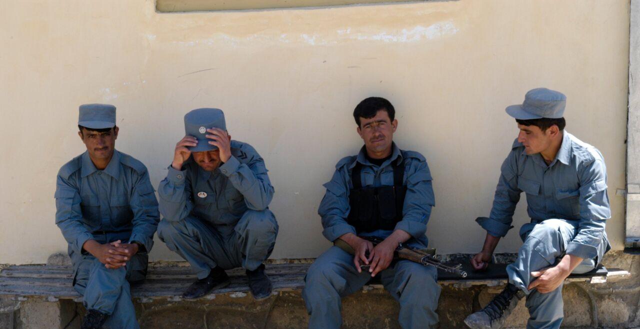 Afghanische Polizei in Badakshan - Chancenlos: Die afghanischen Sicherheitskräfte (hier in der Provinz Badakhshan) sind den Taliban bei Weitem unterlegen. Vor allem auch neue Verkehrswege haben sich als Eigentor erwiesen. - © Stefan Schocher