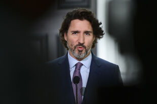 Justin Trudeau - Kanadas Premier Justin Trudeau fordert von der katholischen Kirche, es ihm gleichzutun und Kanadas indigene Bevölkerung um Verzeihung zubitten. - ©  APA / AFP / Pool / Sean Kilpatrick