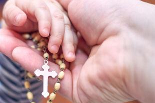 Kinder und Religion  - © Foto: iStock/Osobystist
