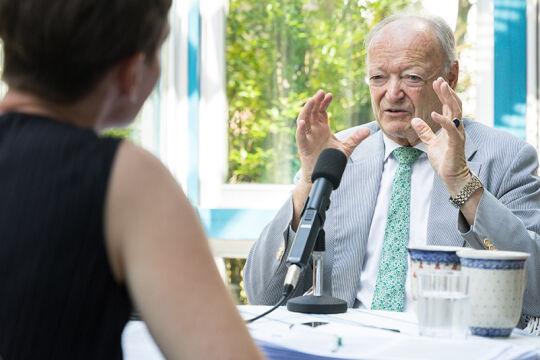 Andreas Khol im Gespräch mit Doris Helmberger-Fleckl - © Carolina Frank