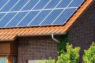 Solar Dach Photovoltaik - © Foto: iStock / querbeet