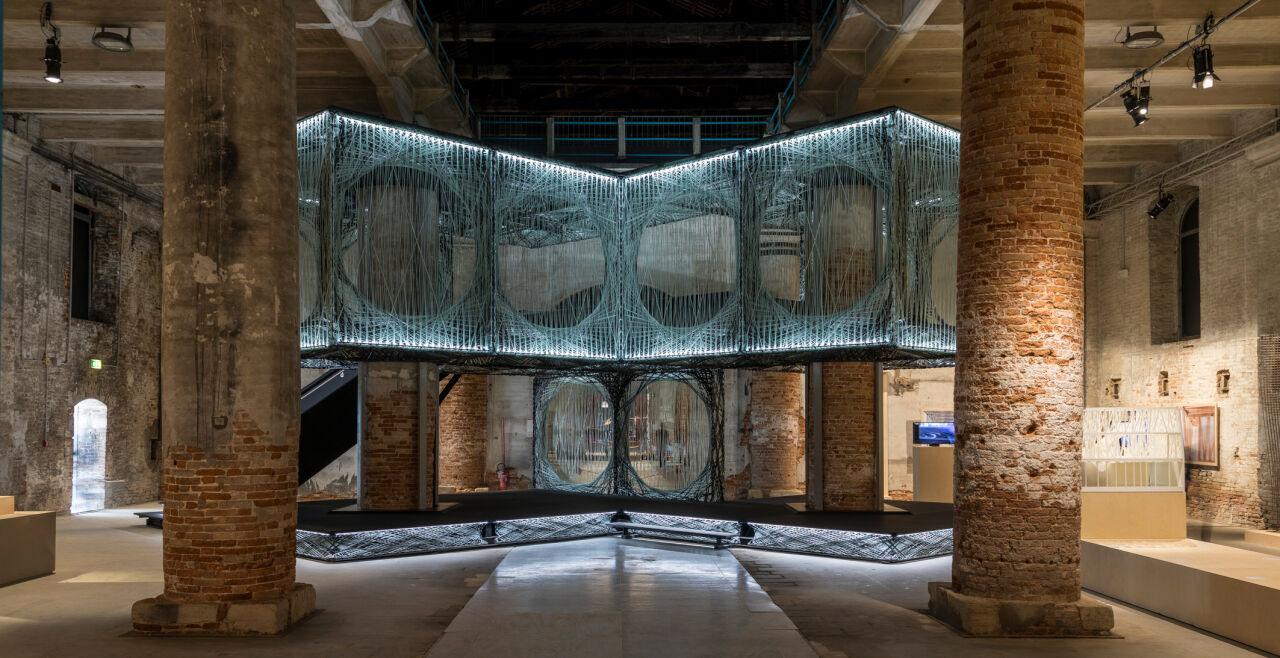 """Maison Fibre - Filigrane Fasern, hart wie Stahl: Achim Menges entwickelte für die Universität Stuttgart den Prototypen """"Maison Fibre"""", eine tragfähige Struktur, die leicht zu recyceln ist. - © Foto: Marco Zorzanello"""