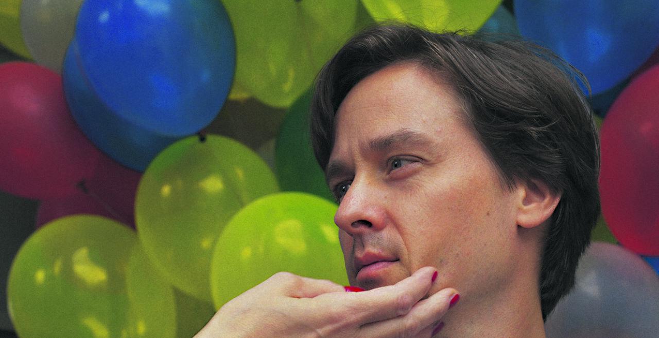 Tom Schilling als junger, hedonistischer Werbetexter Jakob Fabian  - © Filmladen