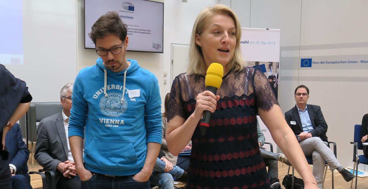 Brücken bauen zwischen den EU-Staaten und den unterschiedlichen Interessen - EU-Abgeordnete Evelyn Regner (SPÖ) bei einem Botschafterschulen-Seminar des Informationsbüros des Europäischen Parlaments in Wien. - © Verbindungsbüro des Europäischen Parlaments in Österreich