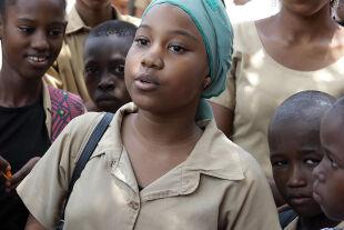 Die 15-jährige Aïssatou macht sich gegen Zwangsverheiratungen stark. - © Filmladen