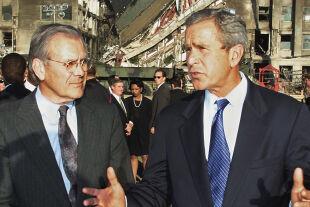 Bush Rumsfeld - © APA / AFP / Paul J. Richards