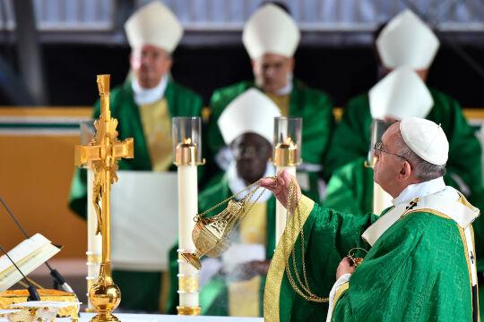 Papast Franziskus, US-Bischöfe - Die Harmonie zwischen dem römischen Pontifex und den US-amerikanischen Schäfchen war schon größer … (Eucharistiefeier beim Weltfamilientreffen, Philadelphia, 27. September 2015).