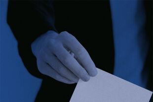 Direkte Demokratie - Bürgerräte könnten eine Möglichkeit sein, die Demokratie zu stärken, meint Tamara Ehs. - © iStock / Anton_Sokolov (Bildbearbeitung: Rainer Messerklinger)