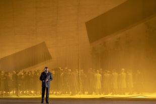 """Grandios düster - Grandios düster: """"Simon Boccanegra"""" ist vermutlich Verdis pessimistischste Oper. René Pape übernimmt zum ersten Mal die Rolle des Fiesco. - © SF / Ruth Walz"""