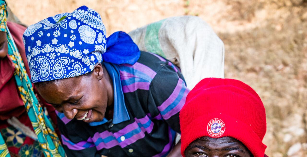 Teepflückerinnen in Ruanda - © Oikocredit Opmeer Reports