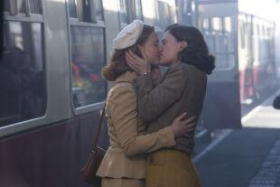 Honiggarten - Aus der Sicht eines Schulbuben erzählt: Mutter Lydia verliebt sich in die Ärztin Jean. - © Polyfilm