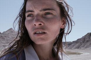 """lillian - Film mit seltsamer Sogwirkung: Andreas Horvaths """"Lillian"""" zeigt eine Frau auf dem Weg in ihre Heimat. - © Stadtkino"""