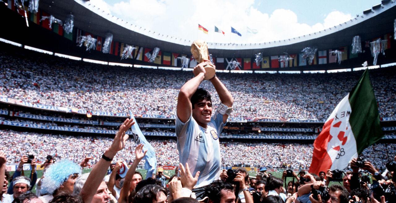 Maradona - Diego Maradona<br /> Neben seiner Karriere in Italien zeigt der Film auch, wie Maradona die argentinische Nationalmannschaft 1986 mit genialen Aktionen zum WM-Titel führte. - © Filmladen