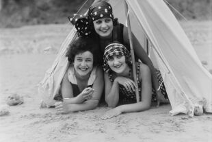 Frauen um 1929 - © Foto: Getty Images / Science & Society Picture Library / SSPL